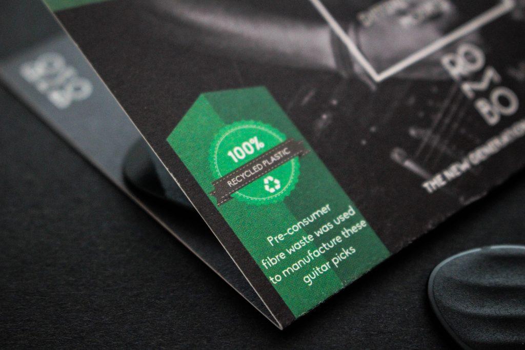 Sul blog di Celano Group un articolo che parla di greenwashing. Nella foto di Rombo, un classico logo che rappresenta un'iniziativa green.